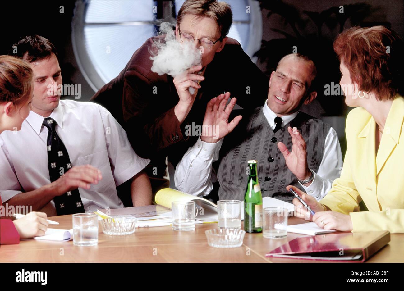 Business Meeting Raucher Nichtraucher Konflikt Stockbild