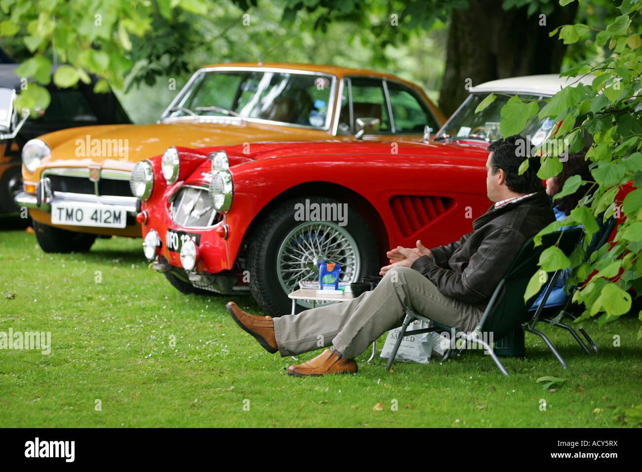 Rot Austin Healey auf Oldtimer show auf Fyvie Castle, Aberdeenshire, Schottland, Vereinigtes Königreich Stockbild