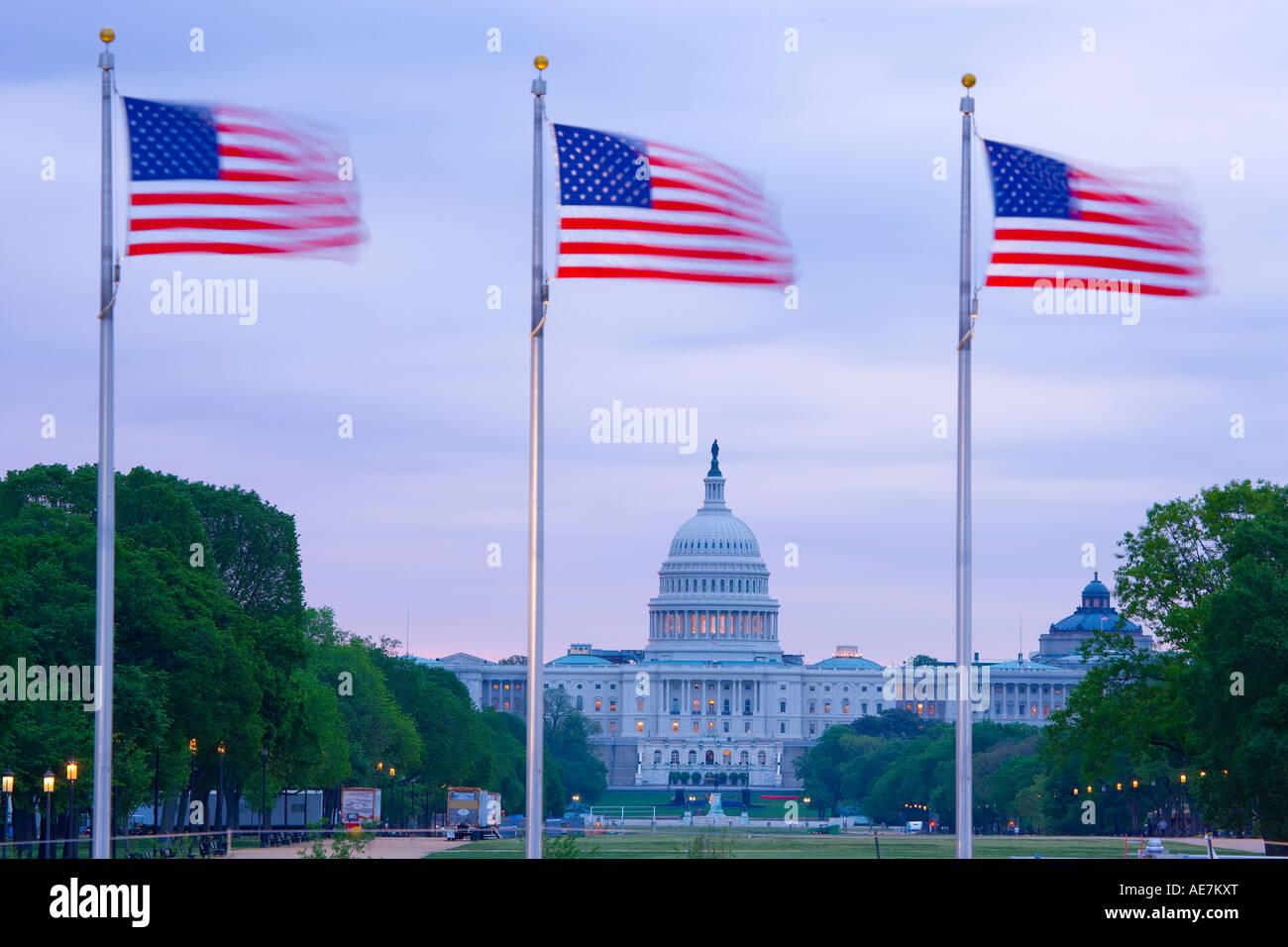 USA Washington DC The Capital Building über den Sternen und Streifen angezeigt Stockbild