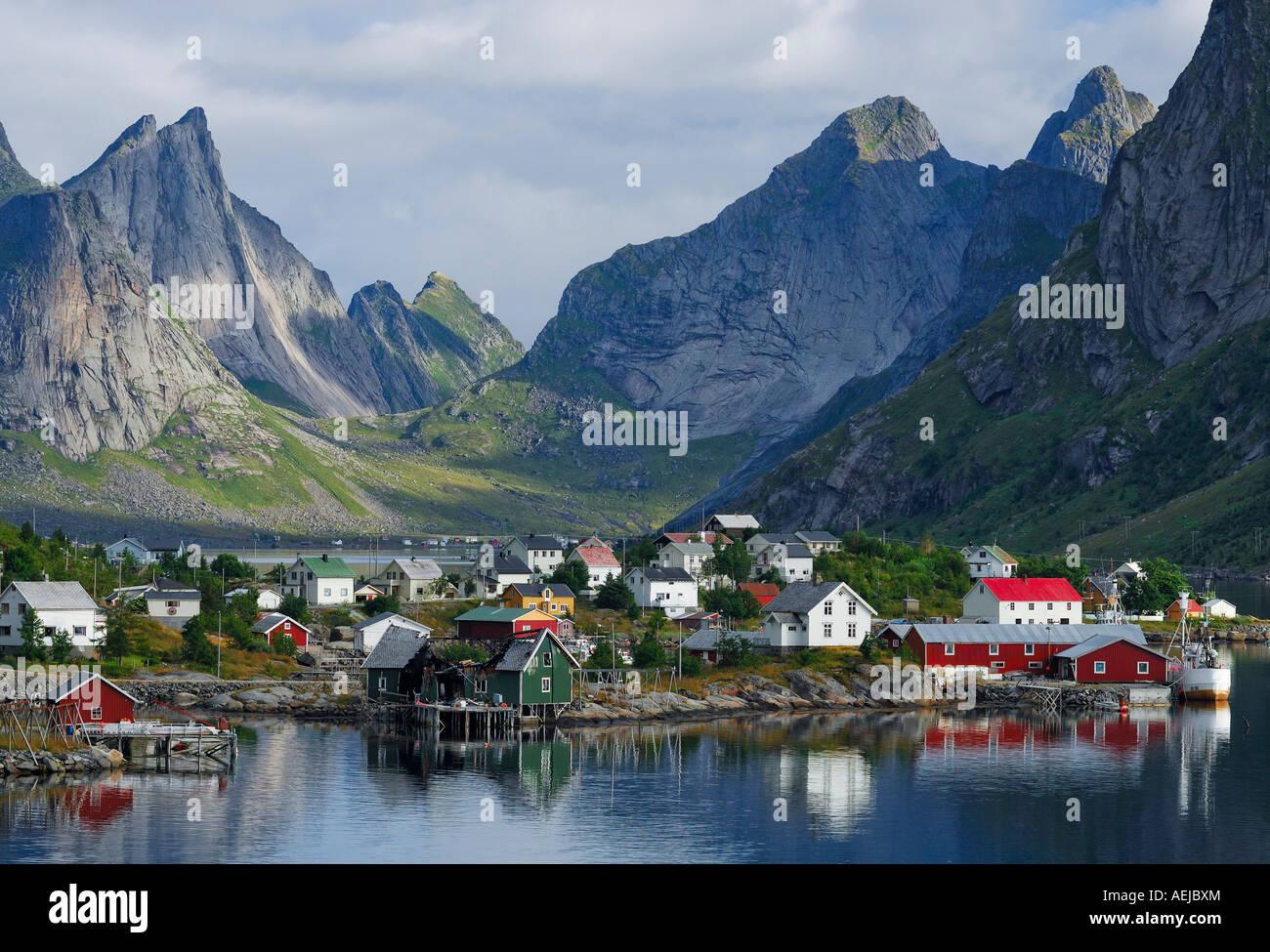 fischerei dorf reine moskenes lofoten norwegen skandinavien stockfoto bild 13695787 alamy. Black Bedroom Furniture Sets. Home Design Ideas