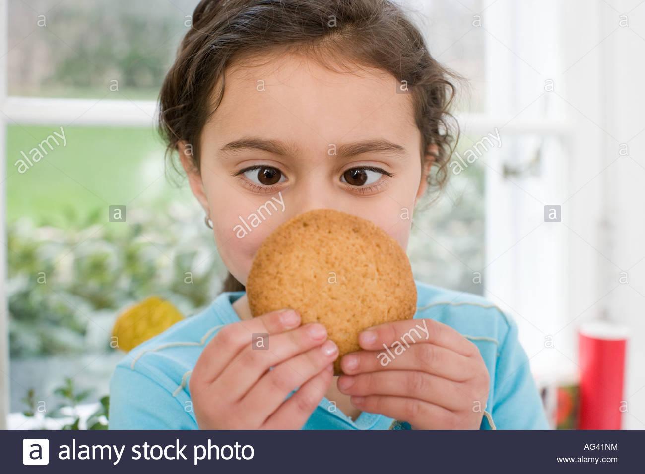 Mädchen mit einem cookie Stockbild