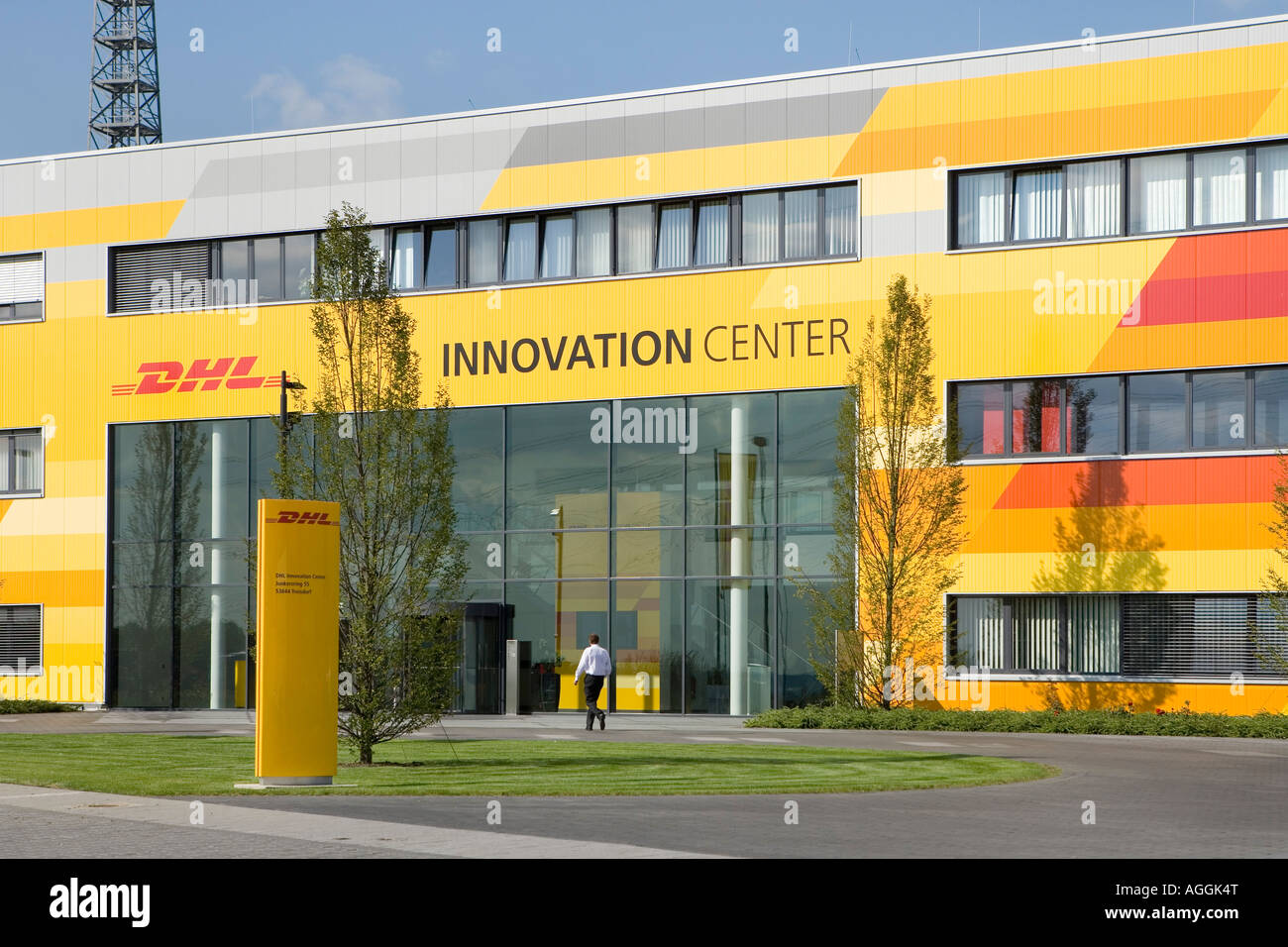 das dhl innovation center der deutschen post world net in troisdorf bei bonn und k ln stockfoto. Black Bedroom Furniture Sets. Home Design Ideas