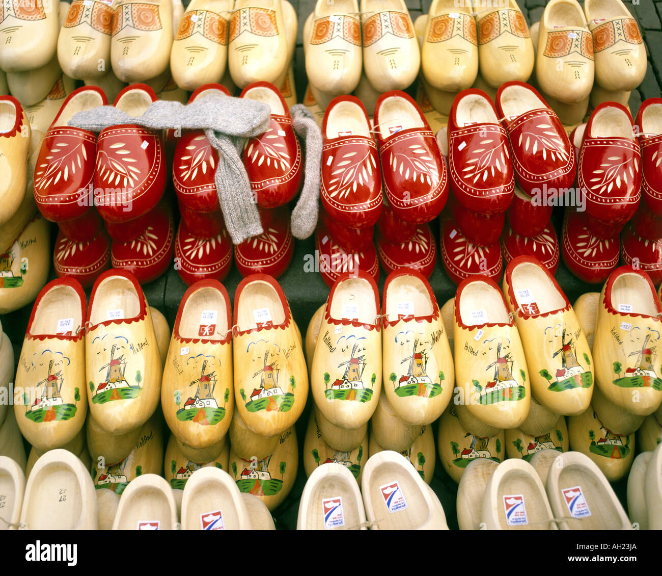NL - Niederlande: Traditionelle Clogs auf dem Display Stockfoto