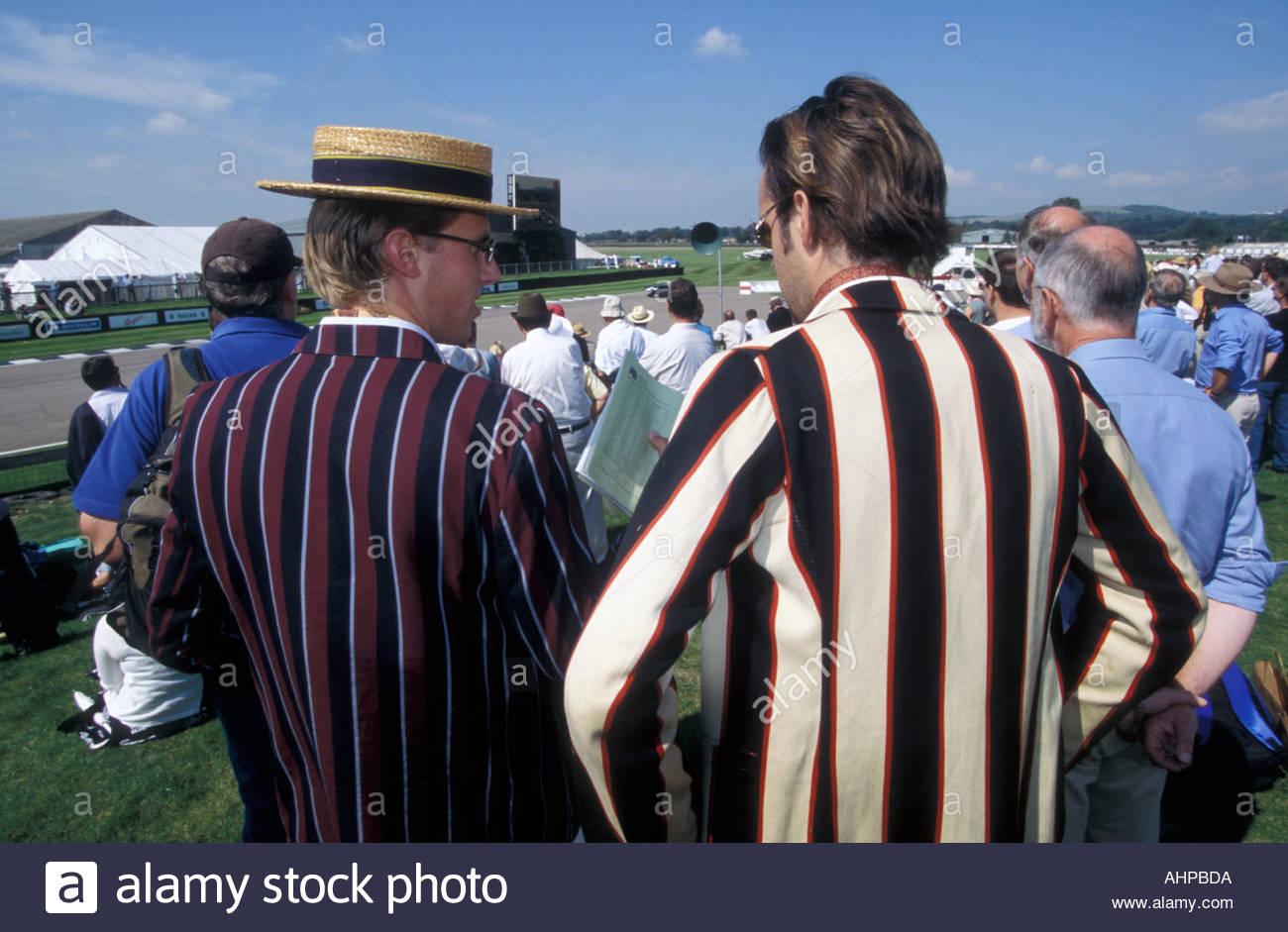Oldtimer Treffen Goodwood Rennstrecke mit Zuschauer tragen historische Kostüme 2004 UK Stockfoto