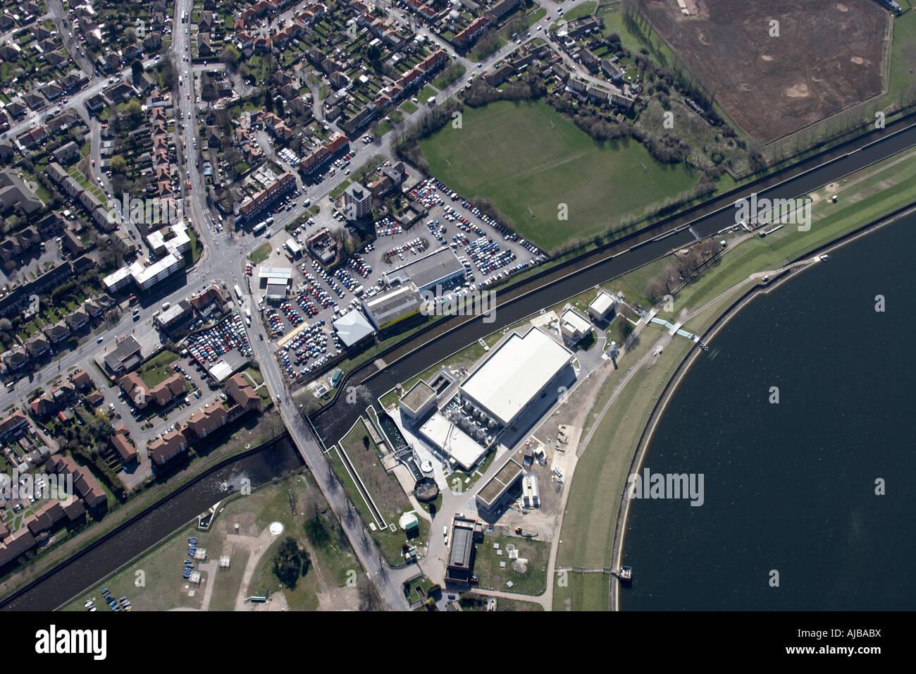 Luftbild südöstlich von William Girling Reservoir Spielfeld und s Gehäuse Chingford London E4 England Stockbild
