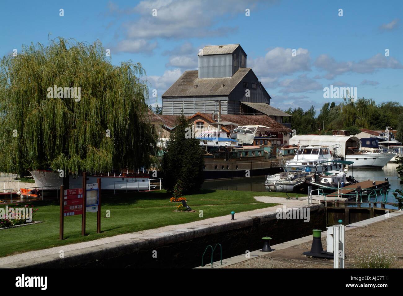 H2O Werft The Saint Jean de Losne Sperre für Burgund Kanal Frankreichs in der Region Cote D oder Frankreich Stockbild