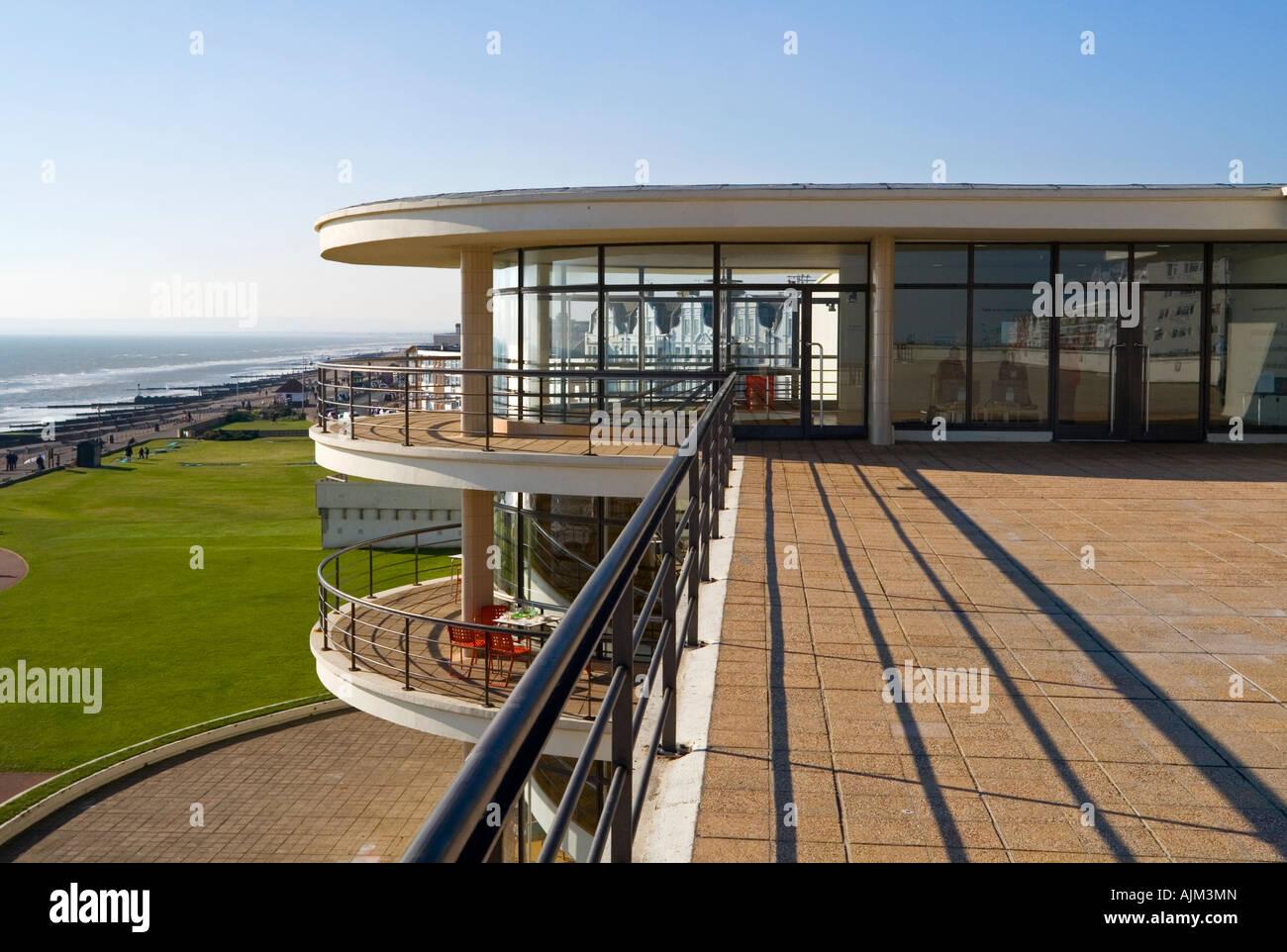 Außenseite des De La Warr Pavilion in Bexhill am Meer East Sussex UK entworfen von Erich Mendelsohn und Serge Chermayeff, Stockfoto