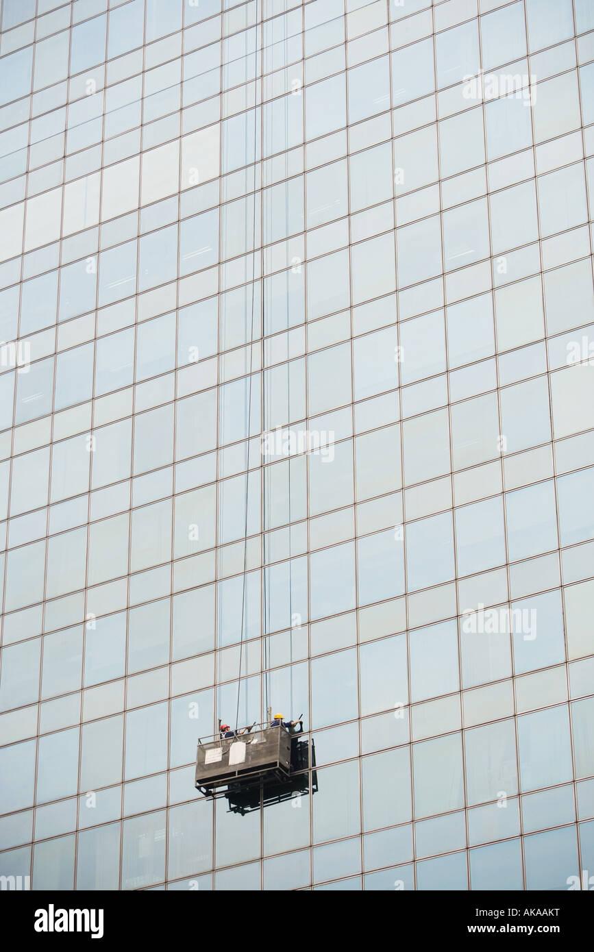 Fenster-Scheiben Reinigungsseite des Wolkenkratzers Stockbild