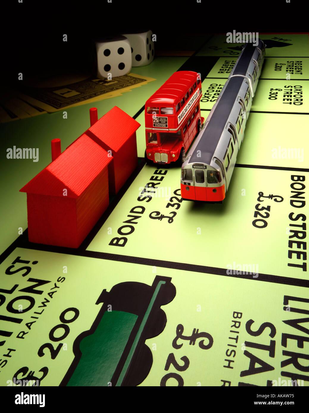 London Transport und Monopoly Board Monopol und Routemaster Bus mit u-Bahn in der Bond Street zu stoppen weiter Stockbild