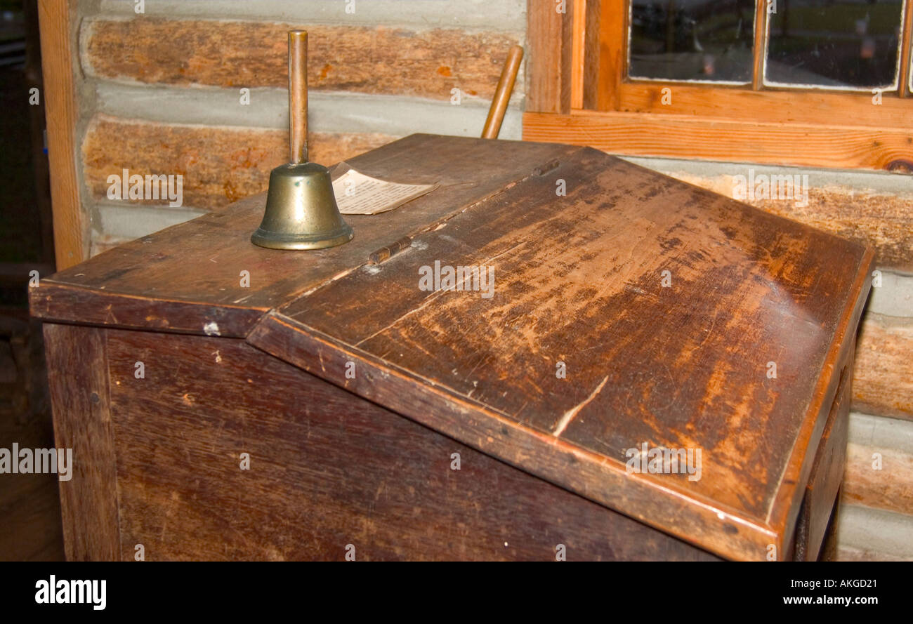 Teachers desk stockfotos teachers desk bilder alamy for Schreibtisch jackson