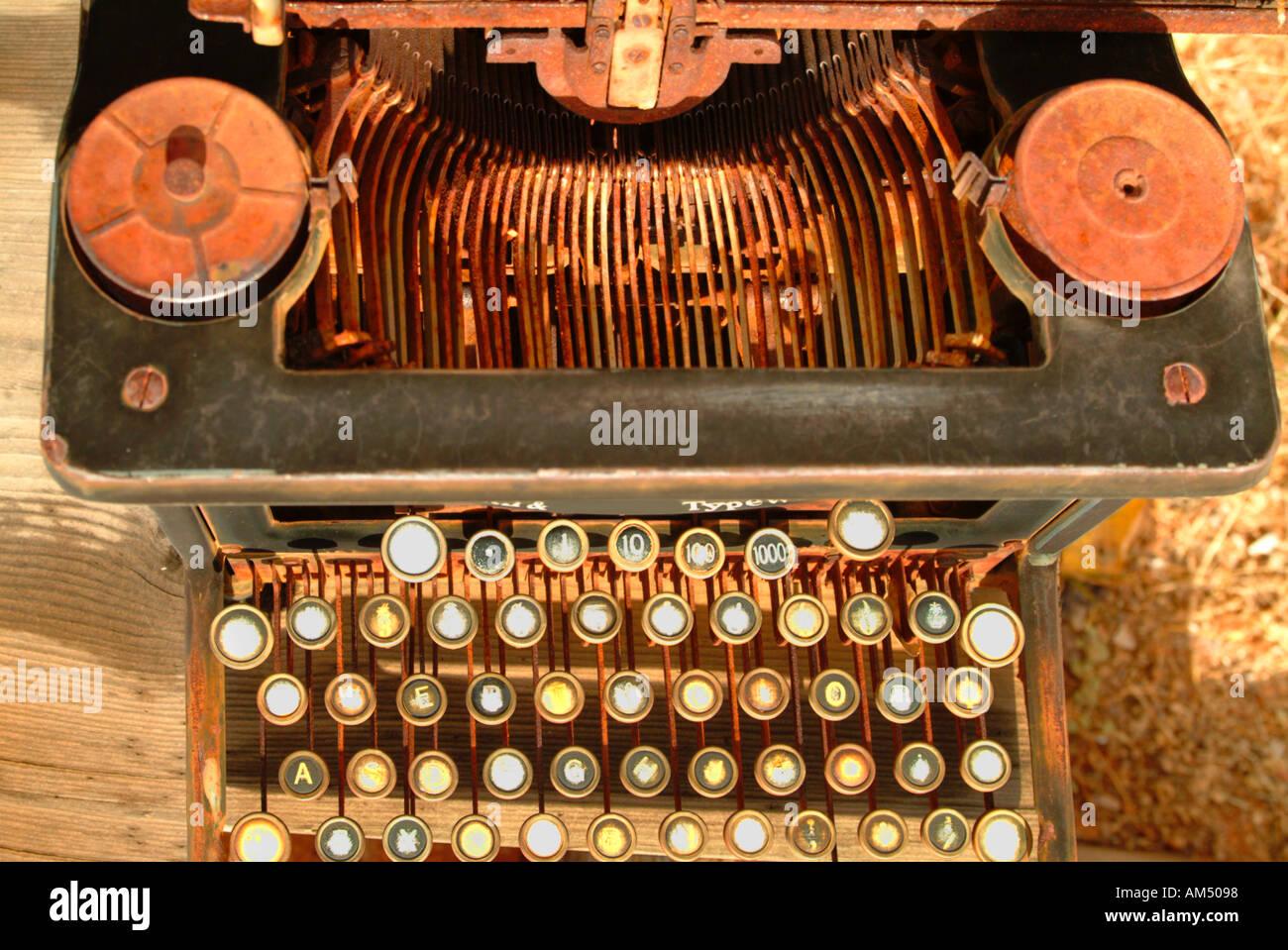 alte antike rostigen manuelle Schreibmaschine Stockbild