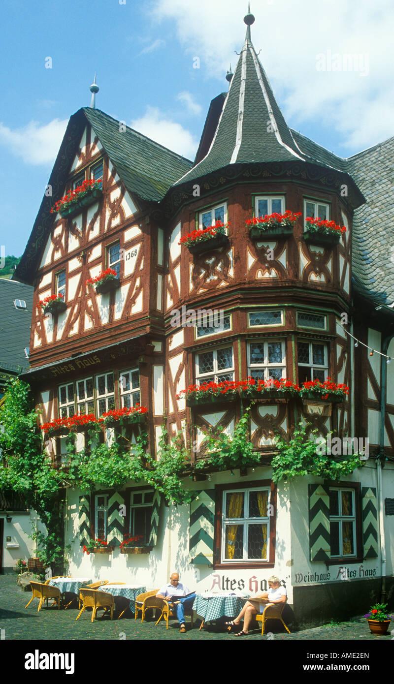restaurant altes haus altbau in bacharach im flusstal rheins in deutschland stockfoto bild. Black Bedroom Furniture Sets. Home Design Ideas
