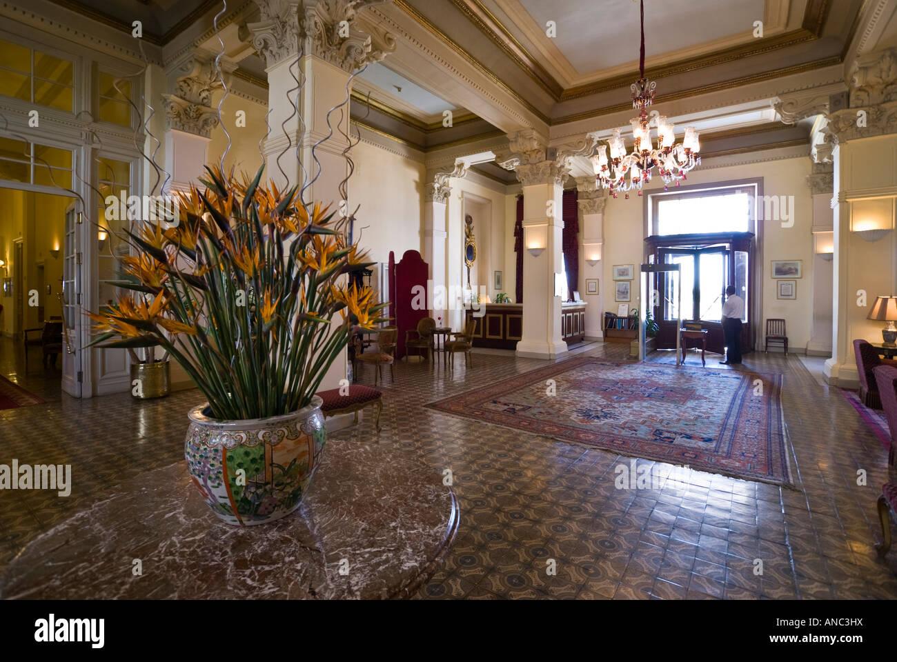 Hotel Foyer : Chandelier hotel foyer stockfotos