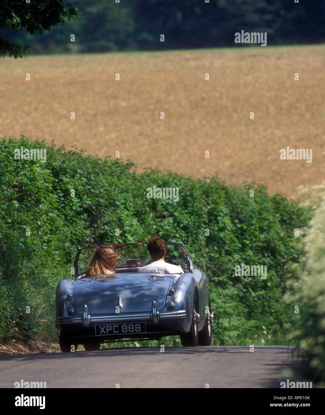 Austin Healey Sportwagen fahren nach englischen Country lane Stockbild