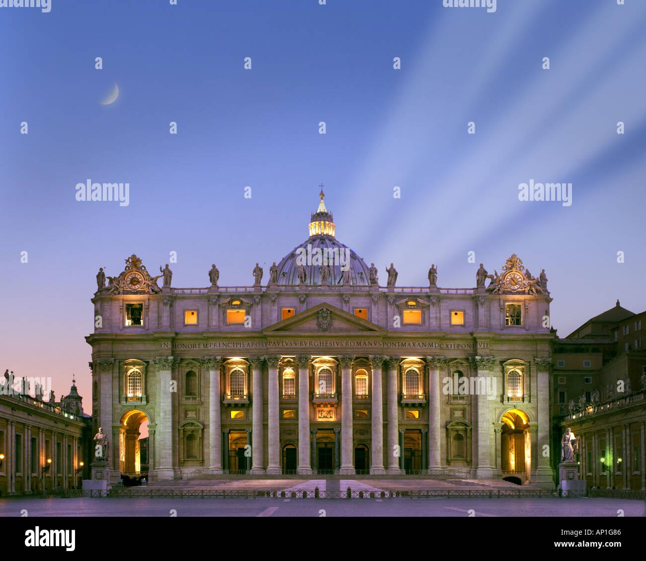 It - Rom: St. Peters Basilika bei Nacht Stockbild