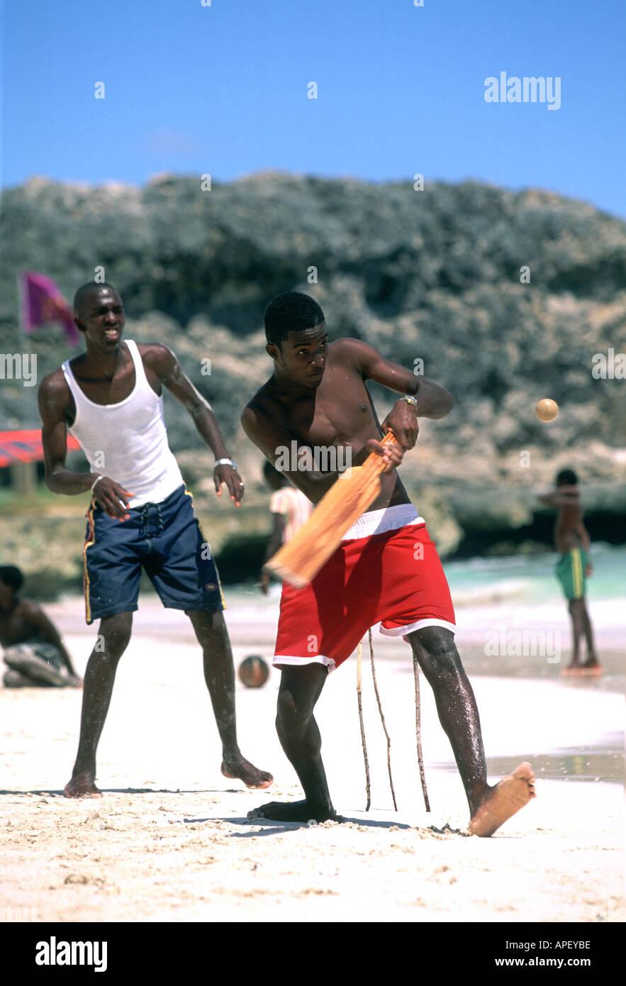 Beach-Cricket, Konzentration auf Wicket, Barbados Stockbild
