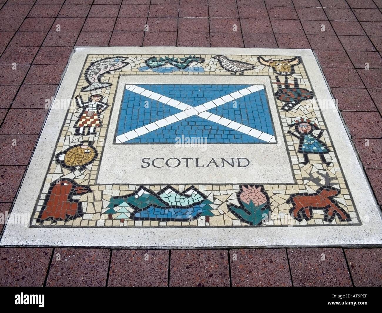Schottische Flagge Mosaik in den Gehweg neben dem Millennium Stadium Cardiff Wales UK. Stockbild