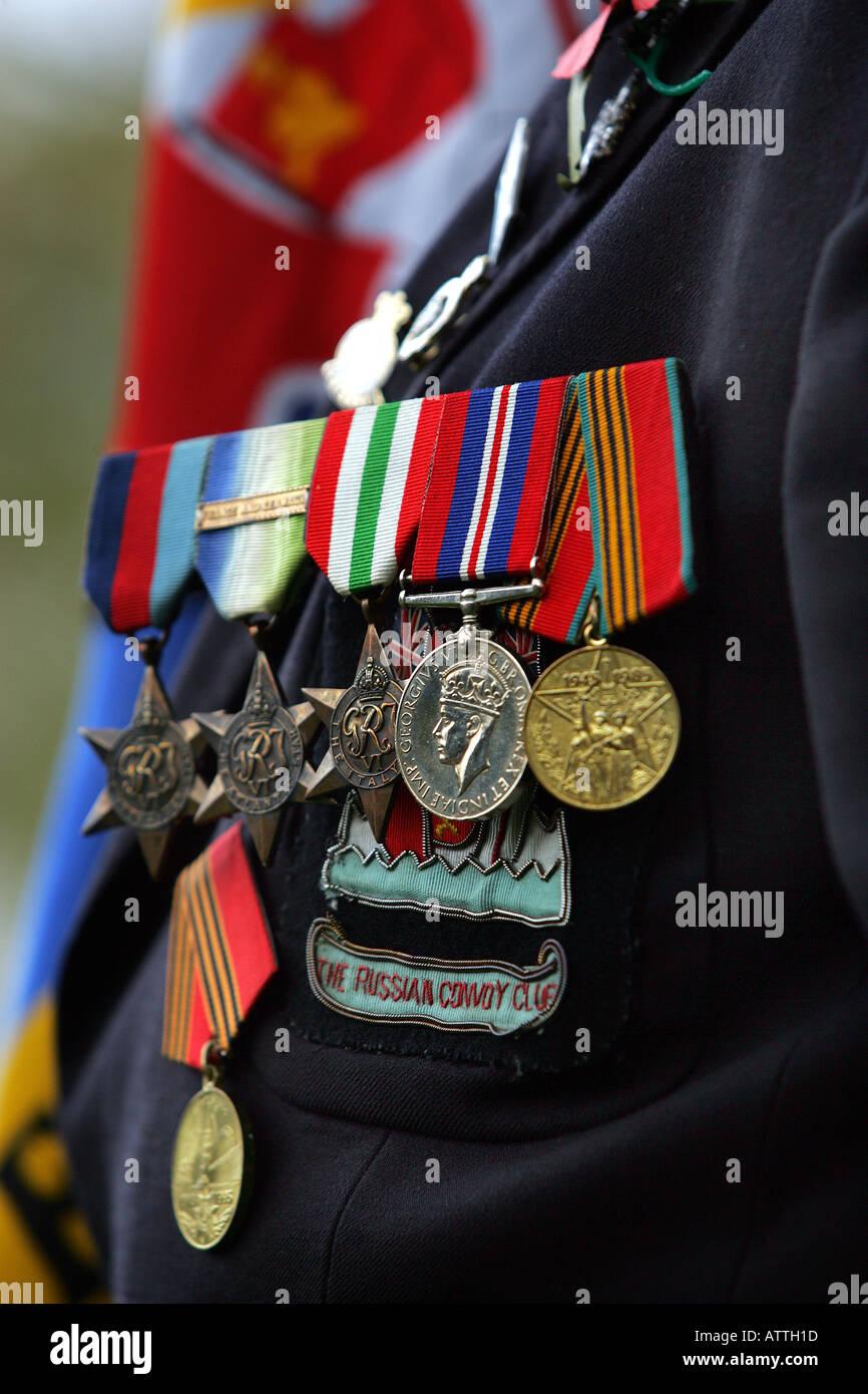 Medaillen auf der Brust ein Kriegsveteran am einen Tag des Waffenstillstands-Service in Exeter, Devon UK Stockbild