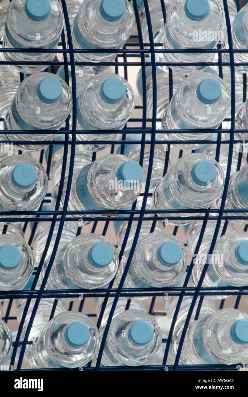 abgefülltes Wasser h2o trinken heathy Durst Durst cool Industrie Gesundheitsgetränke Kappe Kunststoff Stockbild