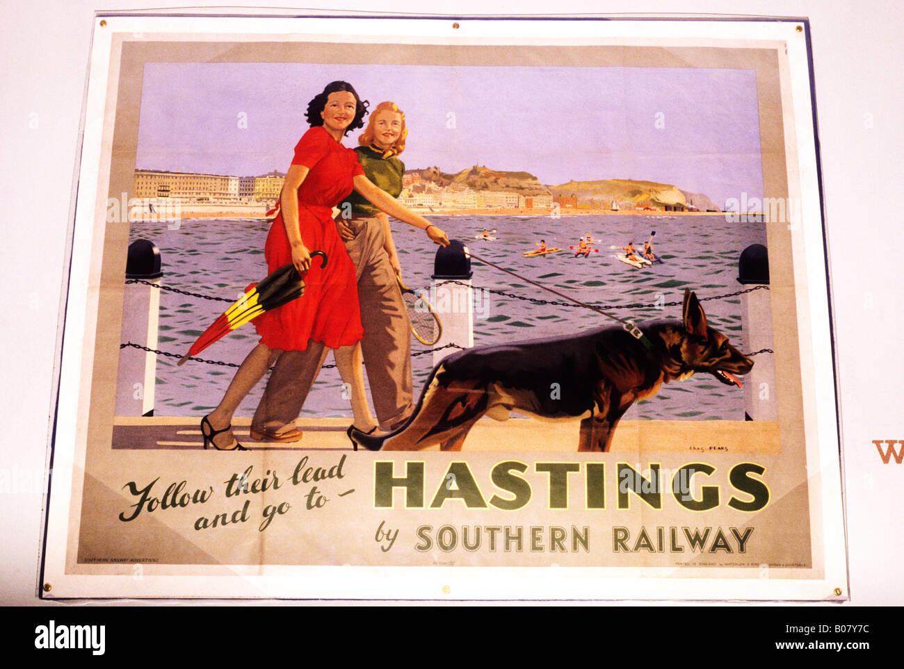 Hastings Werbung Plakat 1934 30 dreißiger Jahre Südbahn Werbung Urlaub Damen flanieren Meer Szene Sussex Stockbild