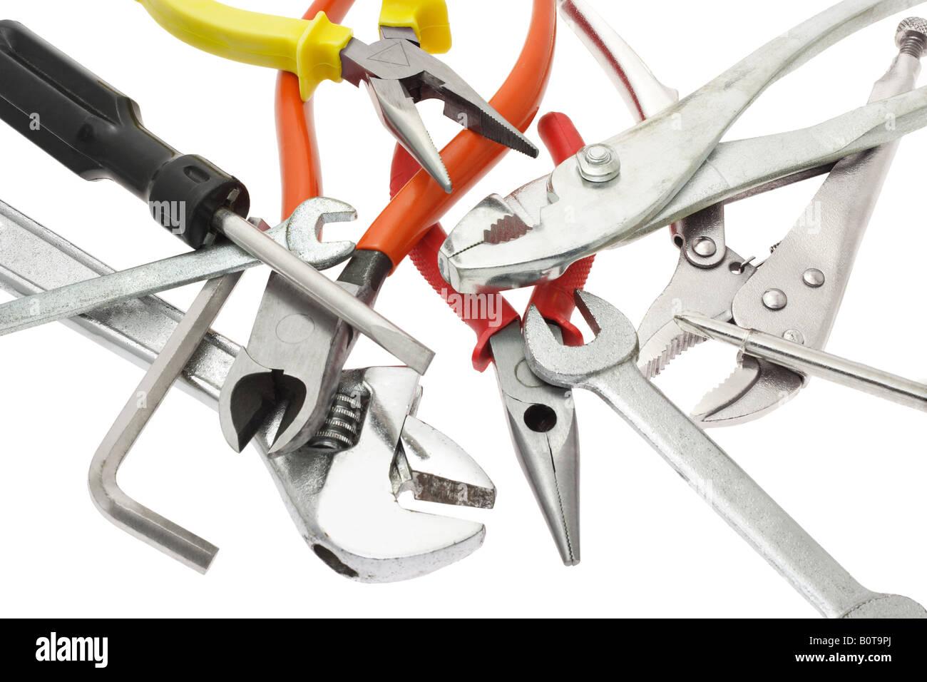 Auswahl an Heimwerker Werkzeuge nach dem Zufallsprinzip auf weißem Hintergrund platziert Stockbild