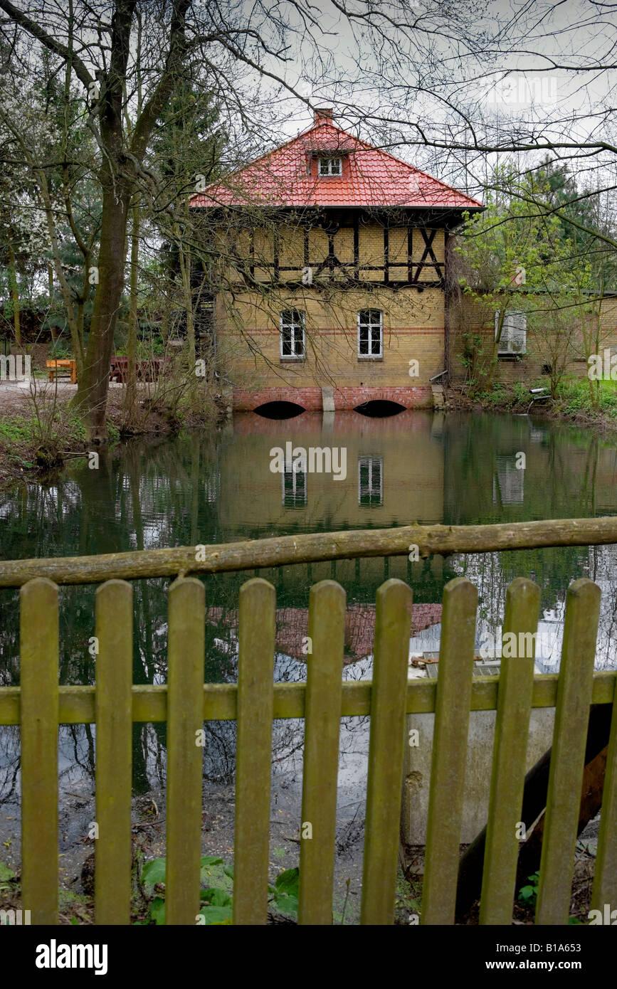 Leben auf dem Land der Traum des Hauses von einem s eigenen Leben Auf Dem Lande der Traum Vom GDE Haus Laves-Kultur Stockbild