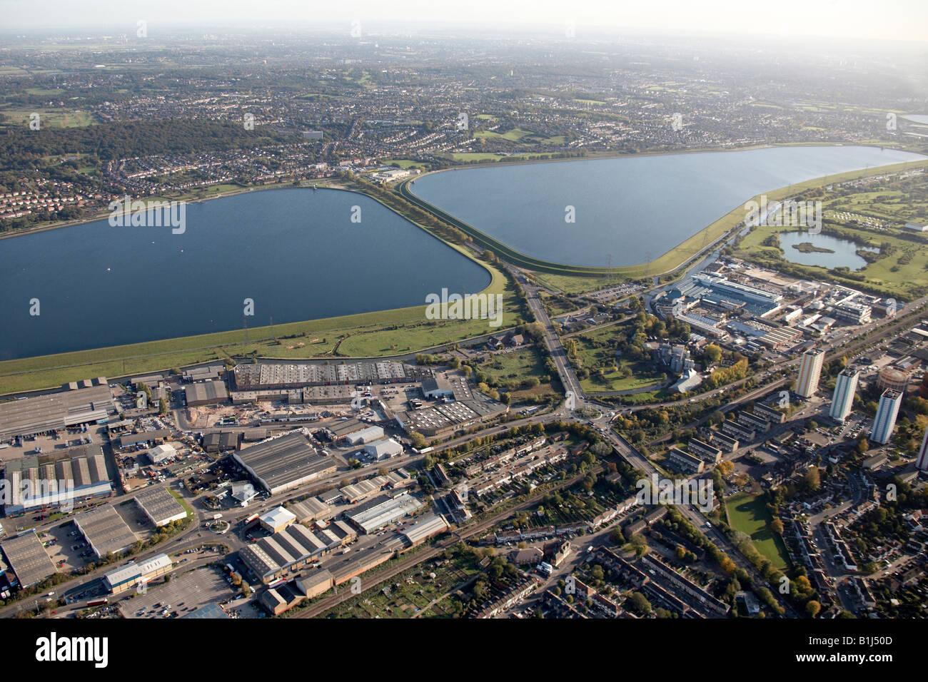 Luftbild südöstlich von King George s und William Girling Reservoir Talstraße Handel und Gewerbegebieten Stockbild