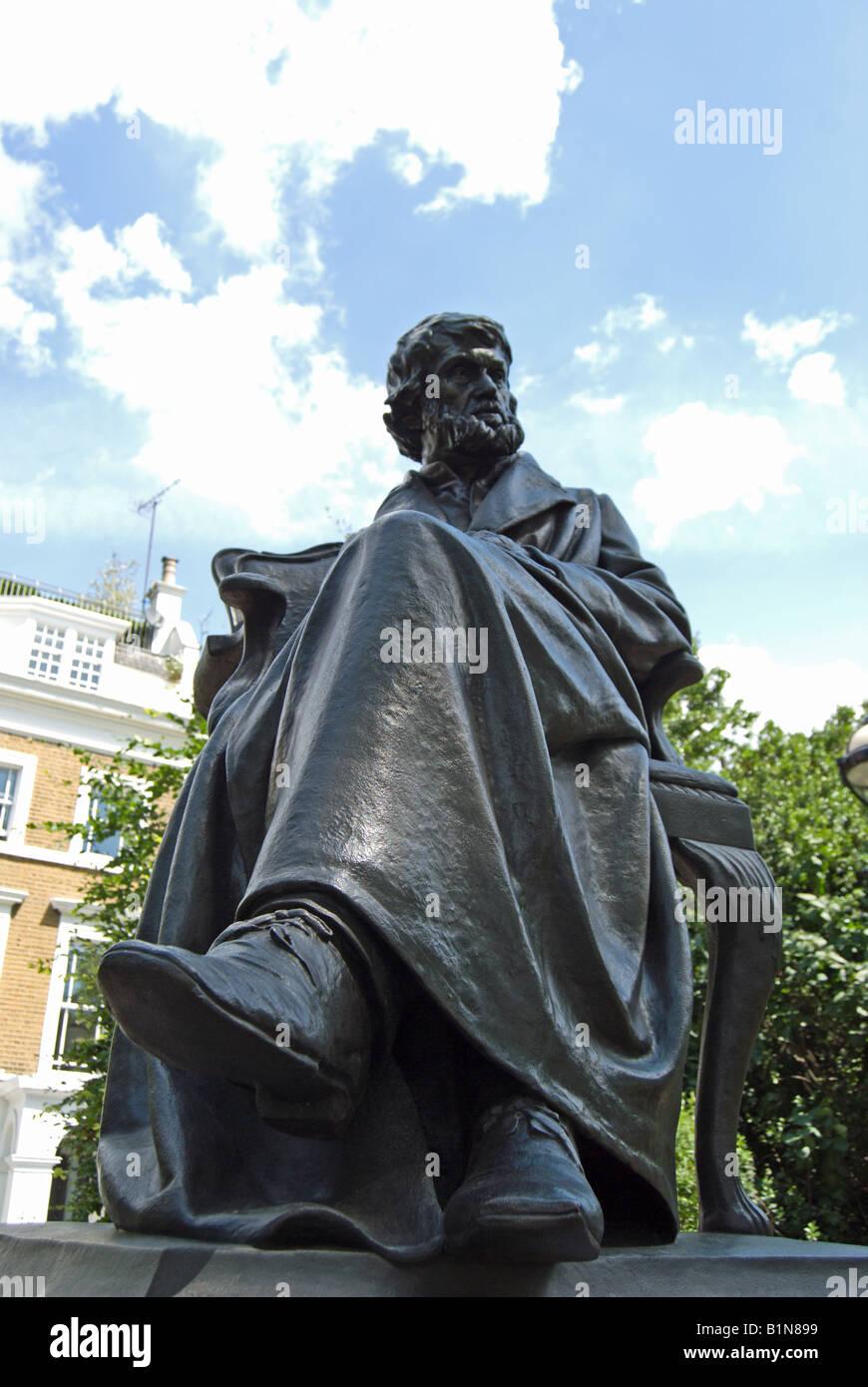Bronzeskulptur der Essayist und Historiker Thomas Carlyle, Chelsea Embankment, London, England, von Sir Joseph Edgar Stockbild