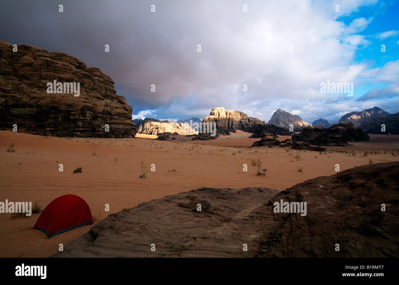 Camping, Wadi Rum, Jordanien, Asien Stockbild
