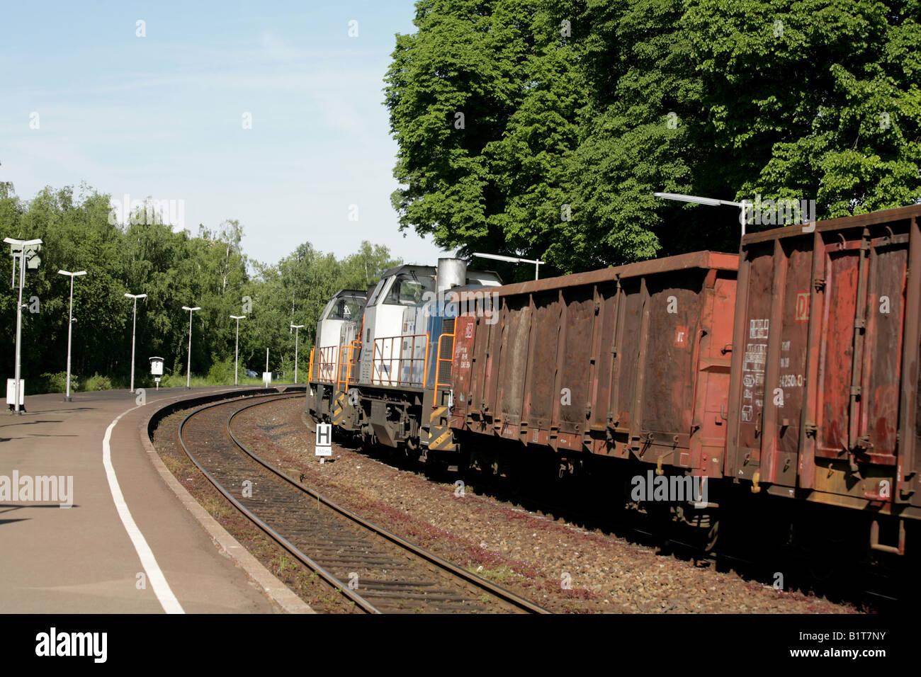 Die Deutsche Bahn zwei Bobo Diesel vorbei Vienenburg Station Harzes Sachsen Sachsen-Anhalt Deutschland Deutschland Stockbild