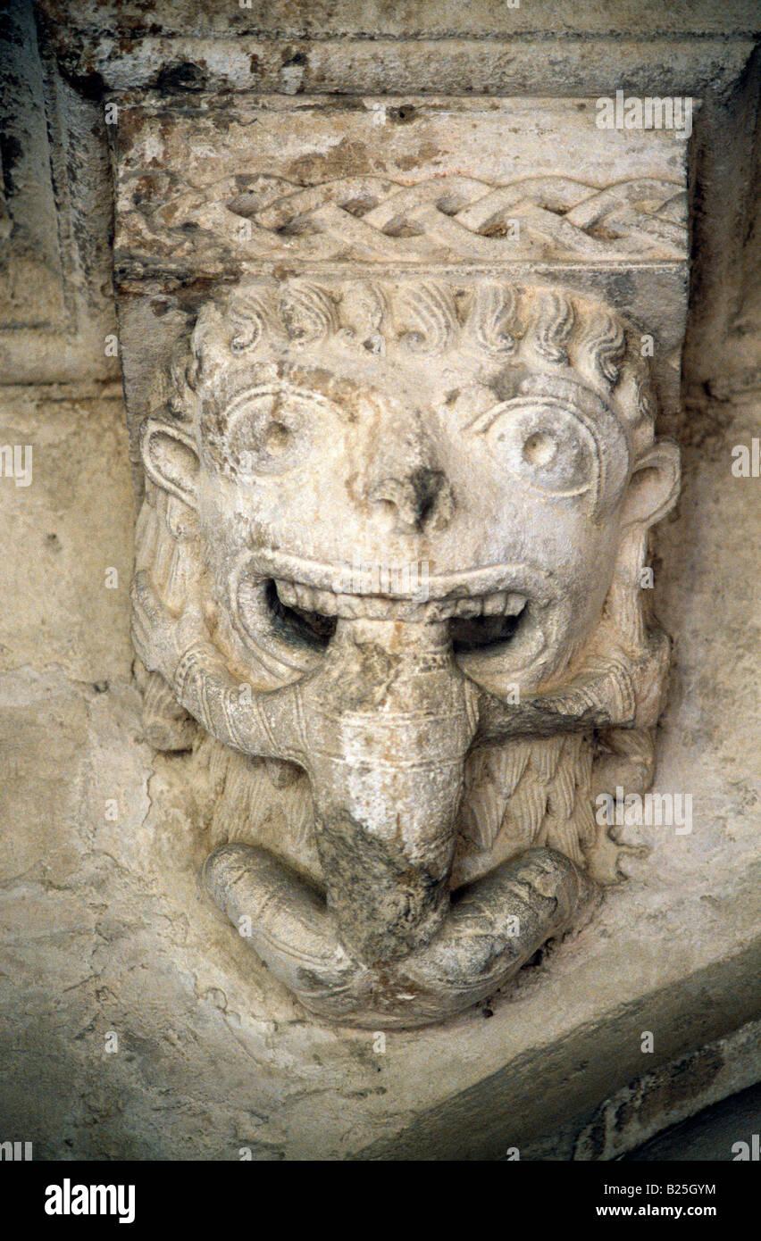 Abbaye De Montmajour Provence Frankreich Benediktinerkloster Schnitzen von Tarasque legendäre Monster der Provence Stockbild