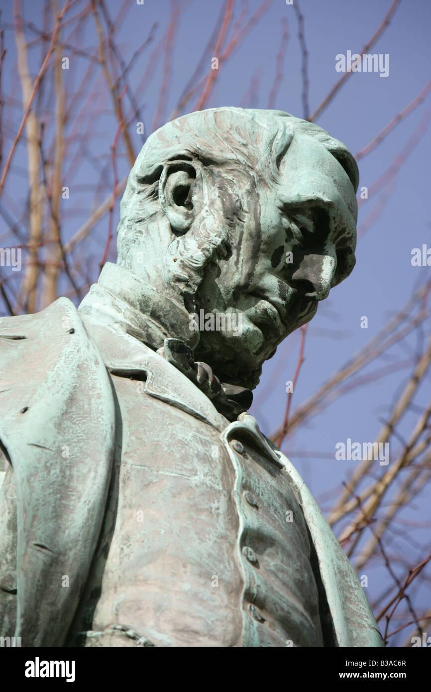 Stadt von Derby, England. Modelliert von Sir Joseph Boehm, Michael Thomas Bass-Statue im Derby Museumsplatz. Stockbild