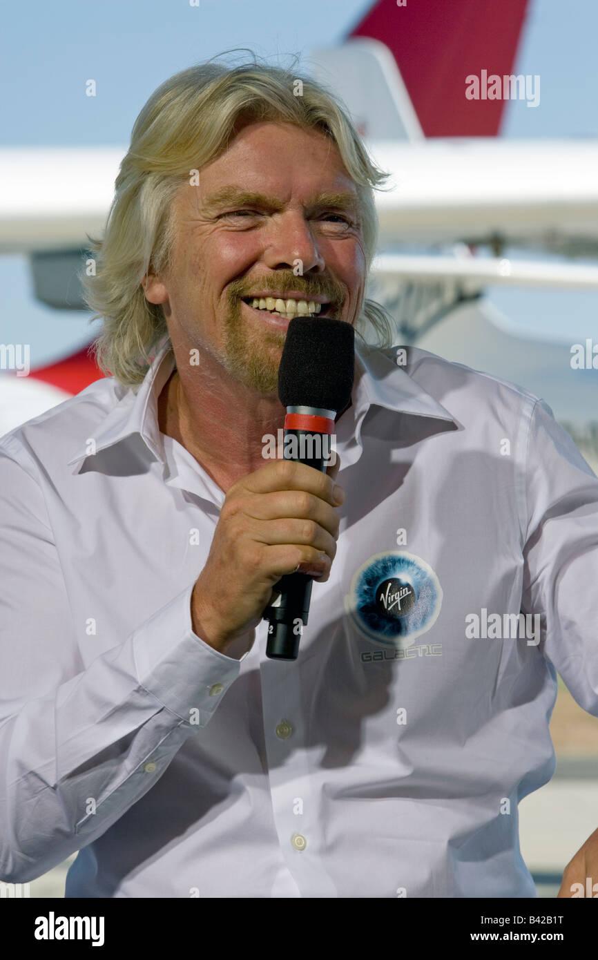 Sir Richard Branson Virgin Galactic weißen Ritter zwei Rollout Stockbild