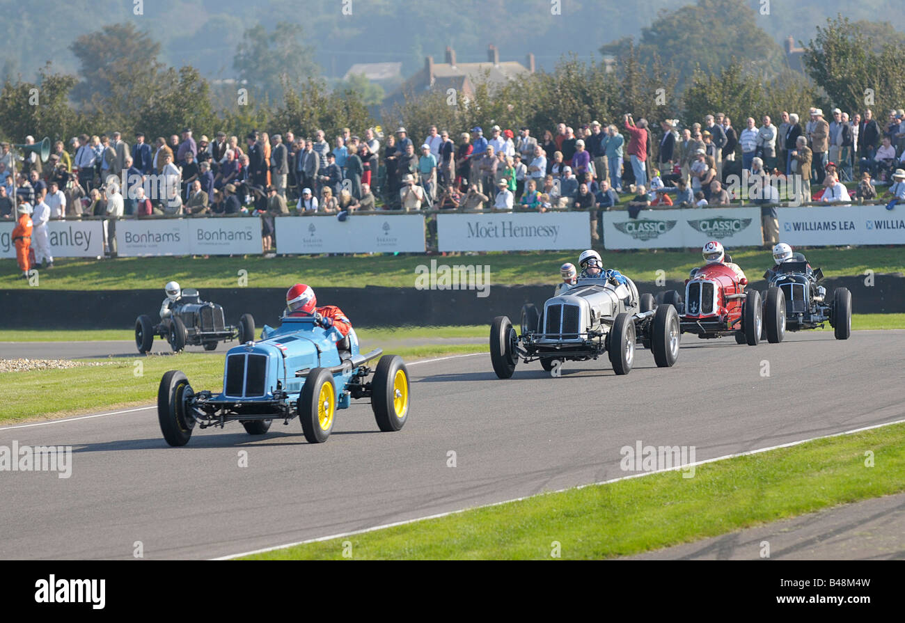 Autos, die Rundung Madgwick Ecke 1 ERA 2 ERA 3 Maserati 4 ERA. 2008 Goodwood Revival Meeting. Stockbild
