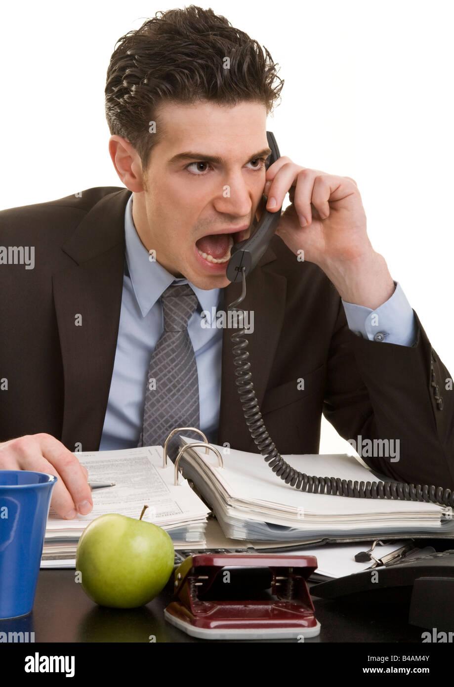 junge Manager in das Telefon Weinen Stockbild
