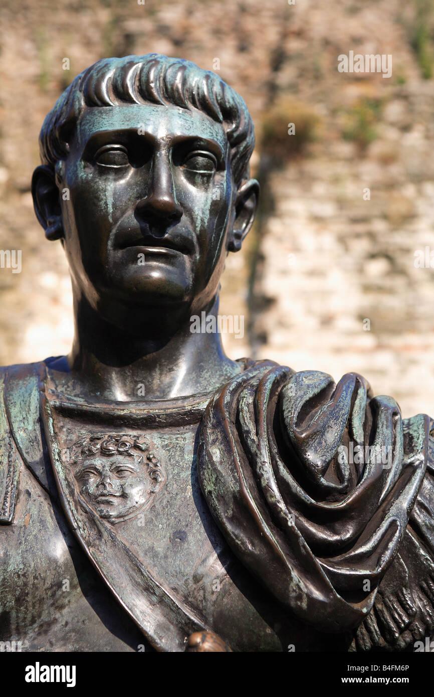 Statue von Kaiser Trajan Roman Leader AD 98-117 Tower Hill London England UK Stockbild