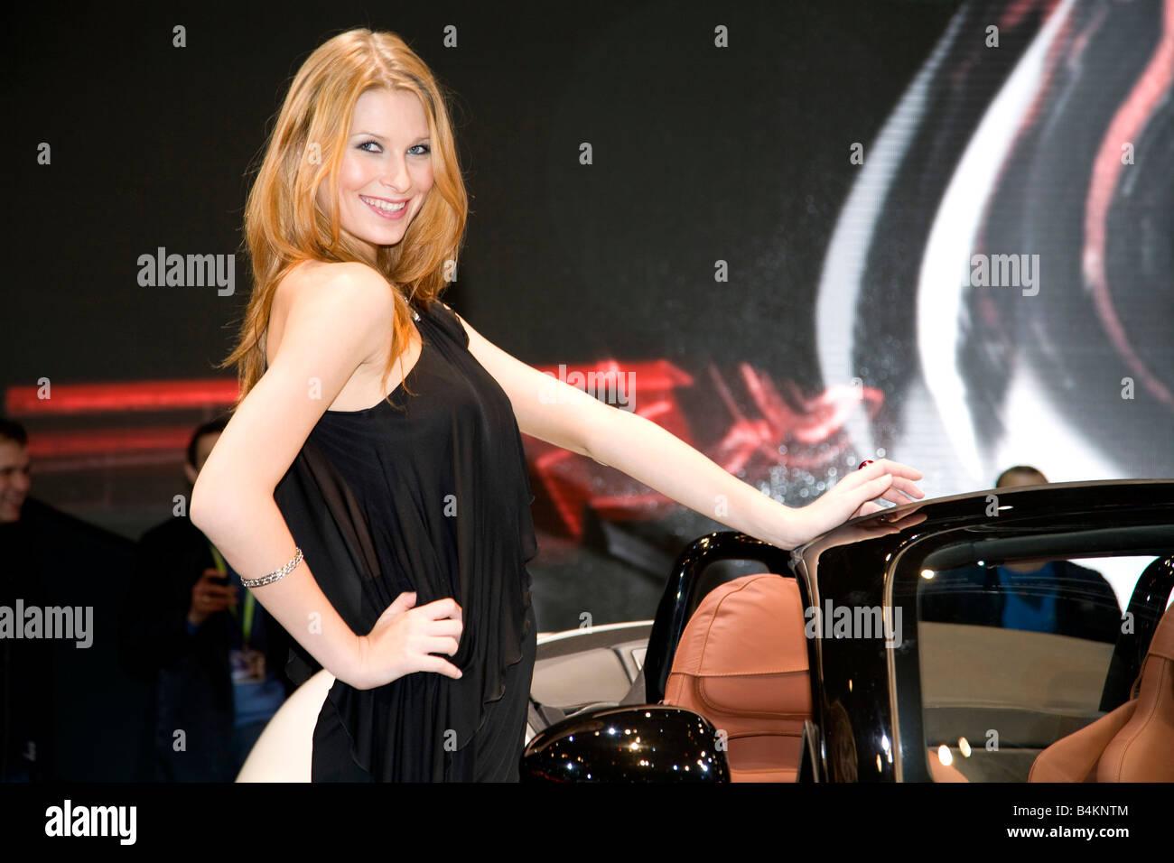Alpha Romeo Gastgeberin zeigen Mädchen 2008 Mondial De L'Auotomobile. Motor Show Stockbild