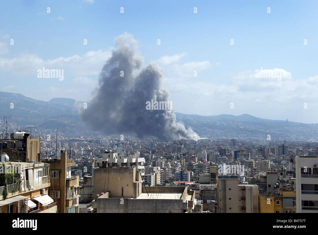 Beirut der Konflikt zwischen Israel und der Hisbollah Kräfte zeigt keine Anzeichen wie Rauch steigt über Stockbild