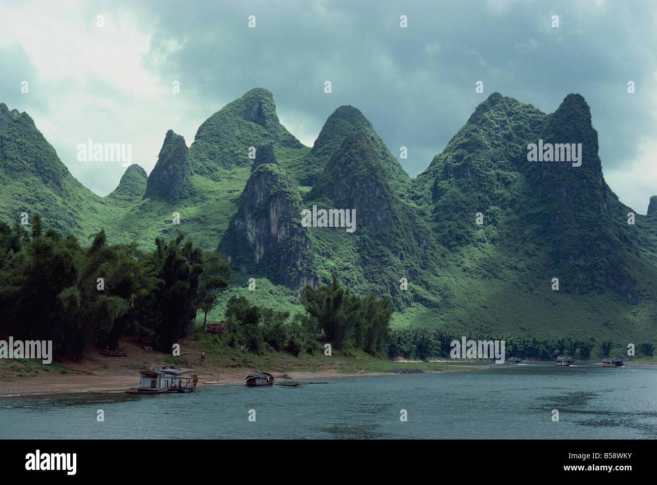 Der Fluss Li zwischen Gweilin und Yangshuo in der Provinz Guangxi, China Stockbild