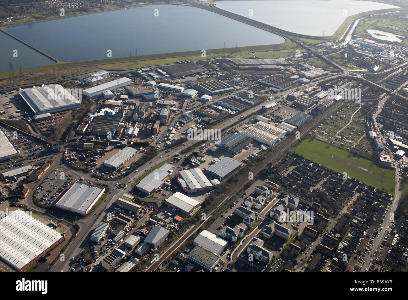 Luftbild SE King George s William Girling Reservoir Brimsdown industriellen Gewerbegebieten Vorstadt beherbergt Stockbild