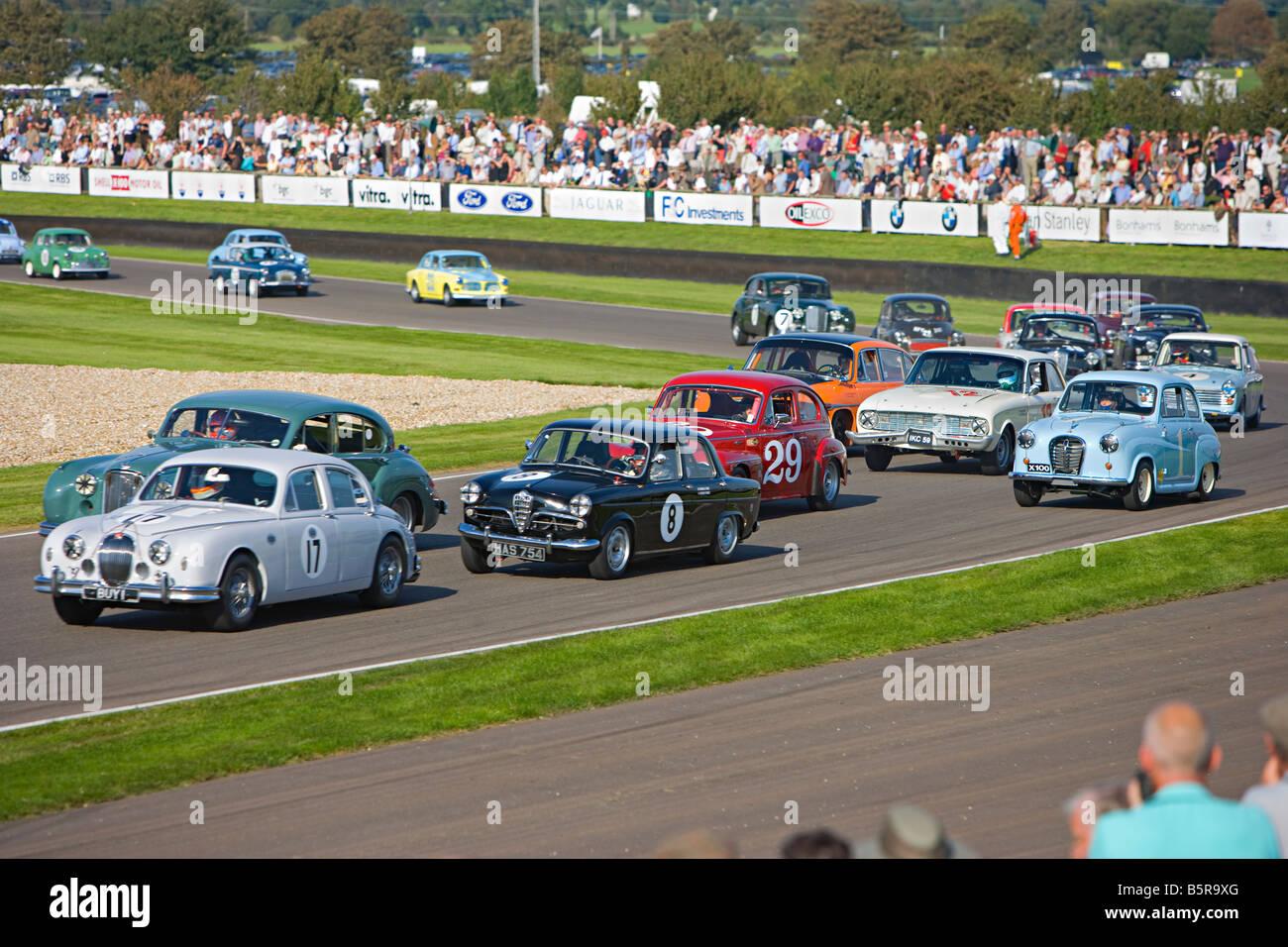 Oldtimer-Rennen in Goodwood Revival, Goodwood, West Sussex. Stockfoto