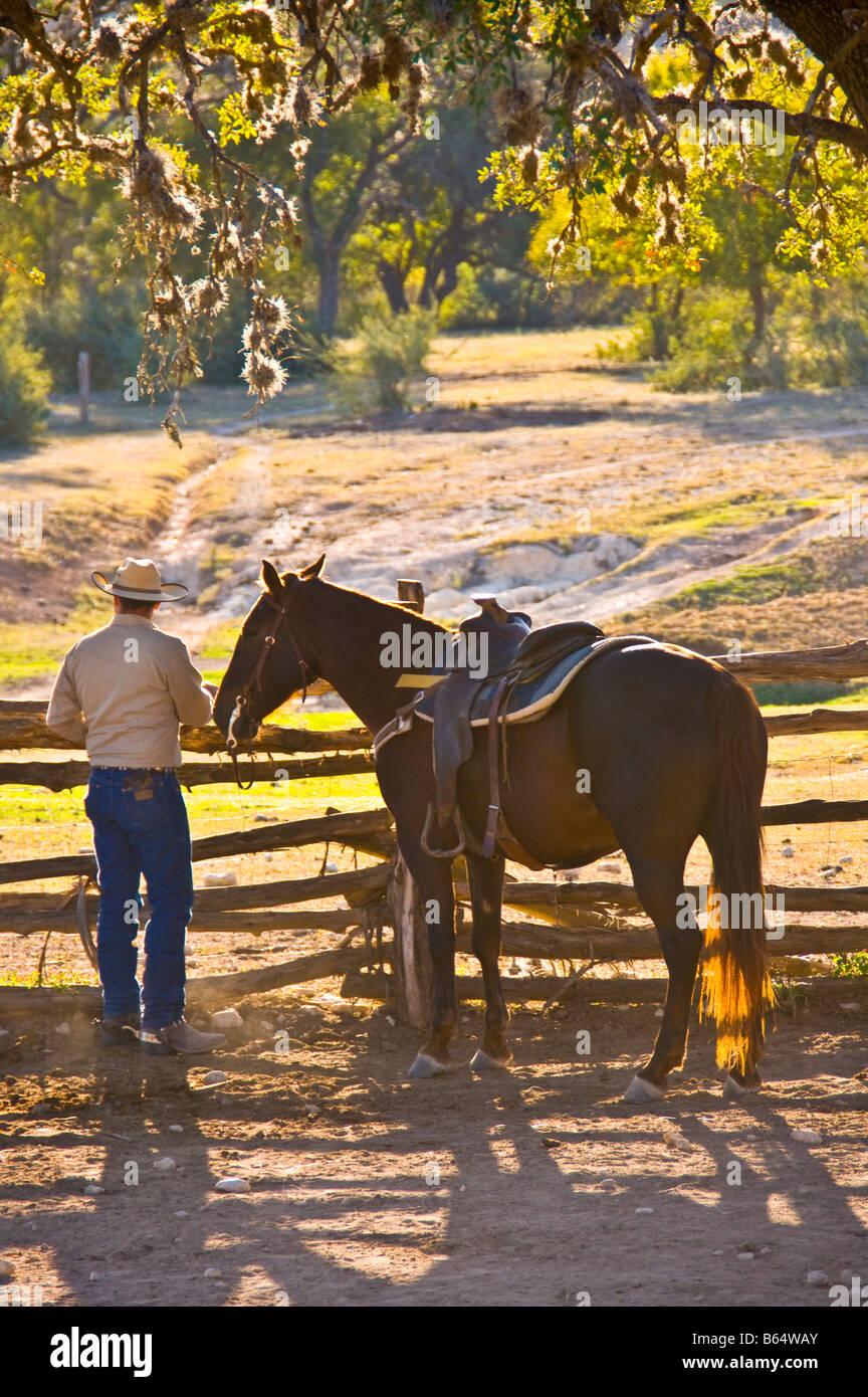 Texas Hill Country Dixie Dude Ranch Cowboy Wiedereinstieg In Den