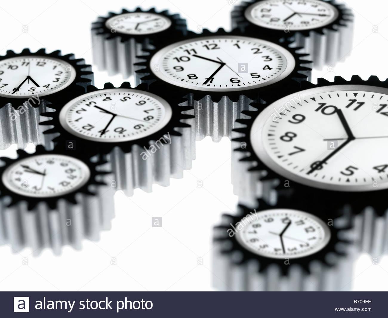 Uhren wie Zahnräder geformt Stockbild