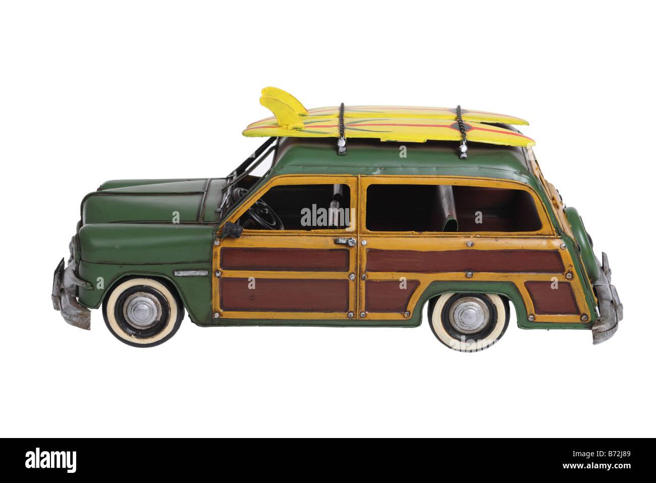 Klassische Woody Surfen Automobil Modell ausgeschnitten auf weißem Hintergrund Stockbild