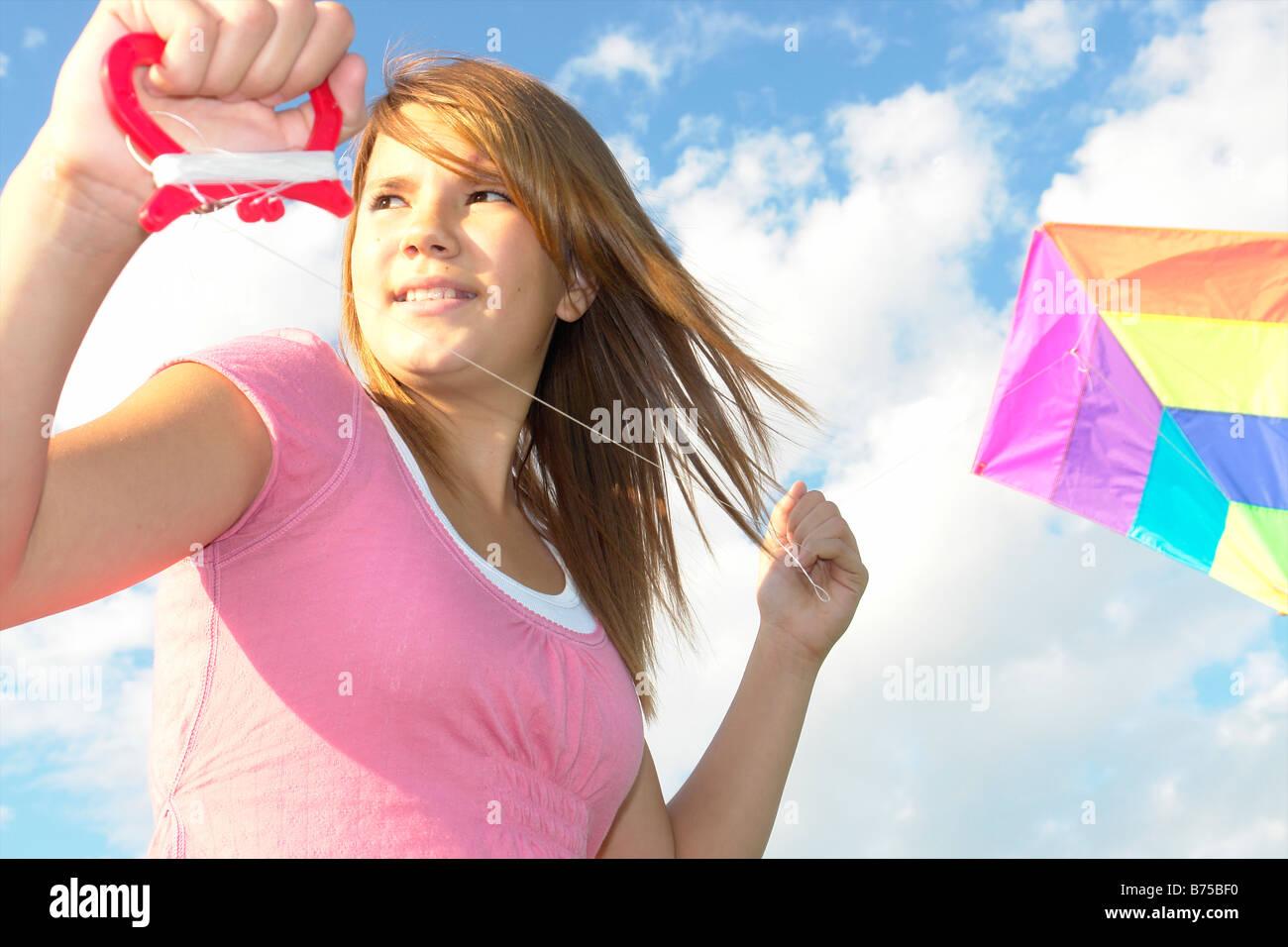 Dreizehn Jahre altes Mädchen mit Drachen, Winnipeg, Kanada Stockbild