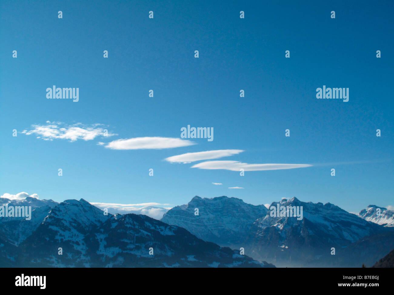 Föhn Wind Wolken Altokumulus Lenticularis Alpes Kanton Glarus Schweiz Stockbild