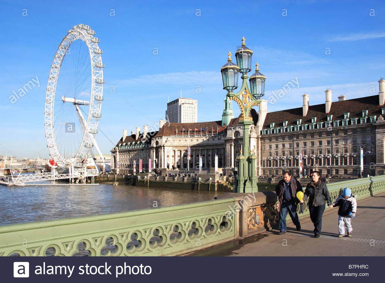 Das London Eye über der Themse Stockbild