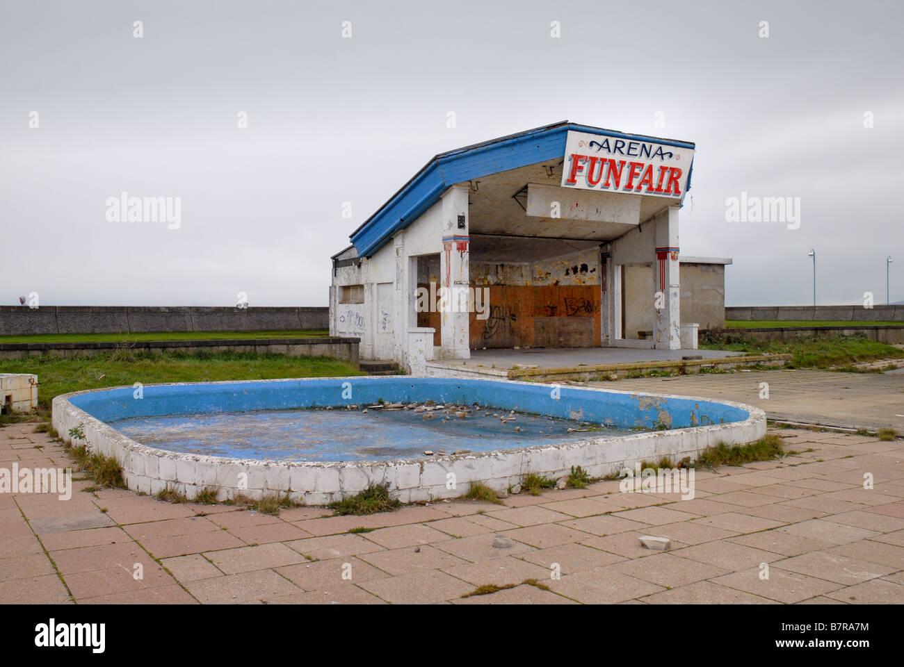 Verlassene Gebäude, Strandpromenade Morecambe Lancashire Stockbild