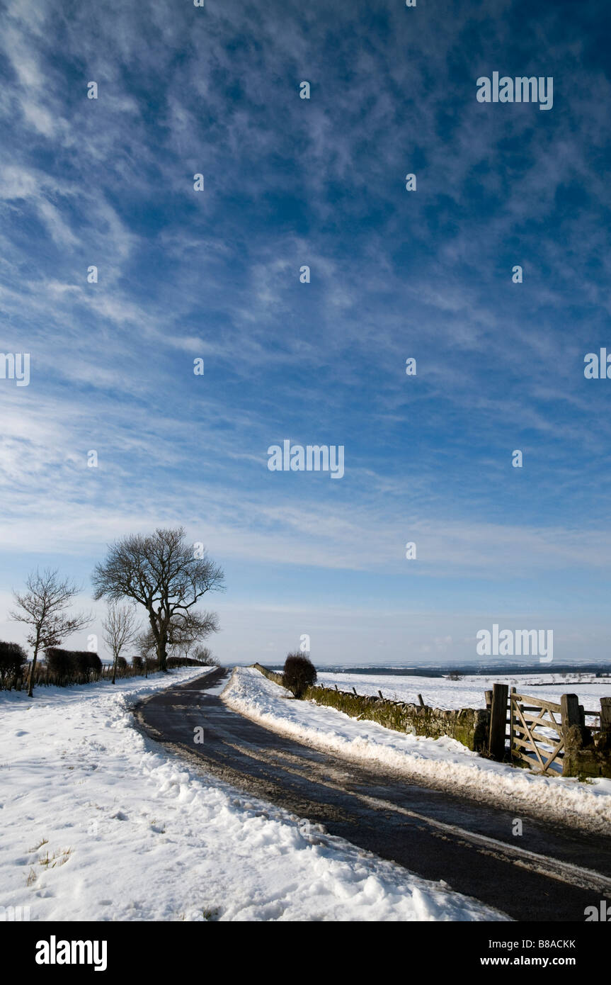 Ein Klasse-B-Straße im ländlichen Norden England im Winter Stockbild