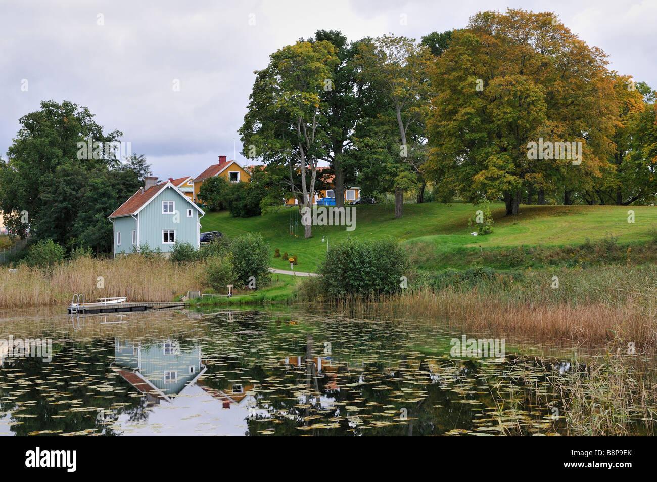 Holzhäuser am See in Flen Schweden September 2008 Stockbild